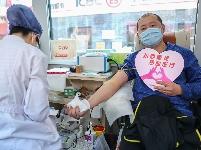 北京:抗疫有我 热血逆行