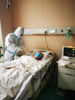 """连线援鄂医疗队丨""""让更多患者恢复健康是我们最大的心愿"""""""