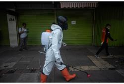 印尼:志愿者街头消毒