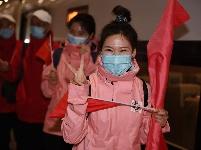首批返京的援鄂国家医疗队队员抵京