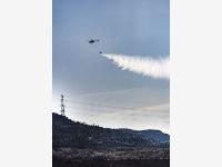 陜西神木:消防直升機投入山林滅火