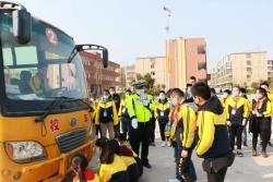 响水县公安局交警大队进校园 宣讲交通安全
