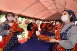 东台镇吕港村举办草莓文化艺术节