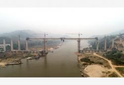 中老铁路班纳汉湄公河特大桥合龙