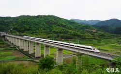 五一小长假首日长三角铁路迎来客流高峰 预计发送旅客150万人次