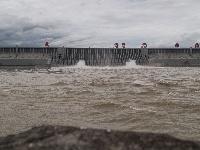 三峡工程今年首次泄洪 近期或迎新一轮洪水