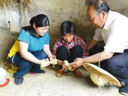 买苗鸡助残疾人家庭致富、帮盲人料理生活…… 大冈邮政支局助残八年不间断