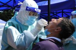 国务院联防联控机制:发热门诊就诊的患者必须进行核酸检测