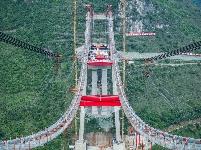 峰林特大桥建设忙