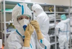 """世卫组织:新冠病毒""""毒性""""并未减弱 防控措施仍是关键"""