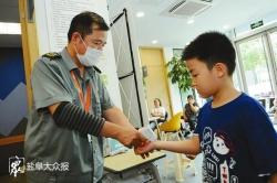 校外培训机构暑期班防疫防控要求严 测体温、勤消毒、家长不进教学区