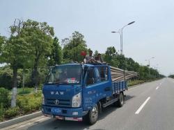 """货车""""三超"""",车顶还坐了两人,上路刚开100米就被查"""