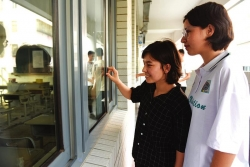 78名新疆学生在盐轻松参加高考 森达尔·玛赫萨提:考试结束最想去爬山