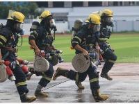 消防比武战高温