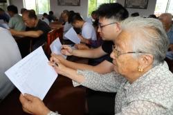 东台镇:集中』开展村、社区上半年述评考核■活动