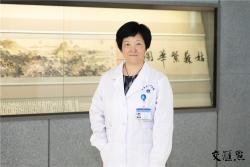 """今天是第三个""""中国「医师节"""",致敬护佑生命的你们!"""