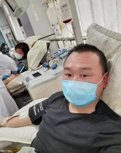 上她当然也知道对方冈镇李磊累计无偿献血30000毫升