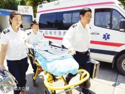 """120急救员在生命线上与时间赛跑 """"在我们眼里,没有酷暑只有生命"""""""