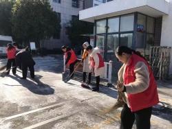 黃海街道干群上街掃雪除冰暖人心