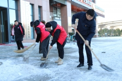 潘黃街道:風雪夜不休 除雪保平安