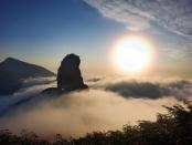 梵净山现夕阳云海景观