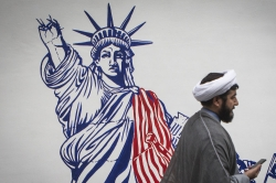"""美国官员说正与伊朗协商""""释囚"""" 伊方说没直接谈"""