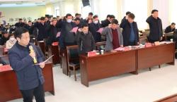 龙冈镇151名新当选村(居)委员会 成员佩证宣誓上岗