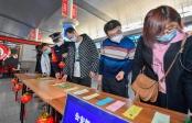 天津:火车站里迎元宵