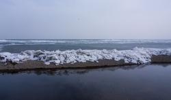 青海湖出現解凍跡象