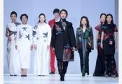 """""""天才妈妈×东乡绣娘""""公益时装秀系列活动在上海举行"""