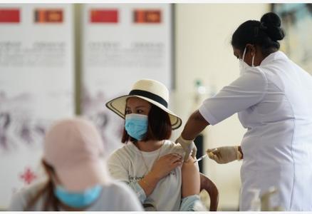 """""""我为有幸接种祖国疫苗感到自豪""""——记""""春苗行动""""在斯里兰卡正式启动"""