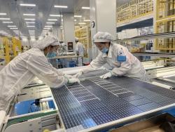 建湖高新区:  百亿光伏悦阳二期竣工投产