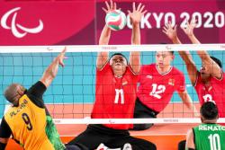 中国坐式排球队首战喜忧参半