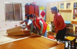 """开学第一天,杨家姐弟收到特别礼物 """"梦想小屋""""给他们一个漂亮的家"""