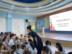东台镇东园社区:学习文明礼仪 少年演练先行